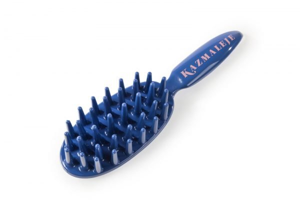 One of the best natural hair gift ideas is the Paddle Comb from a black-owned brand called Kazmaleje.